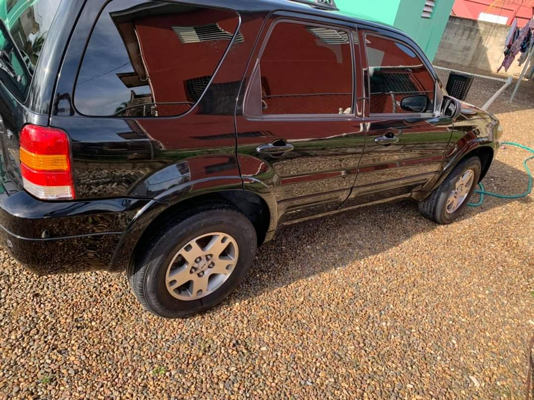 For sale: 2005 Ford Escape - just arrived in Belize