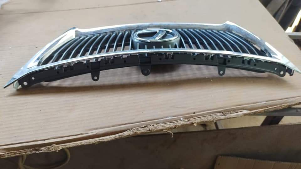 2012 Lexus IS250c Grill